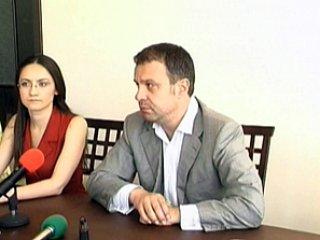 Кандидатите за европейски депутати на ПП Лидер дариха книги в Ловеч